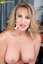 Annette craves to view you jack off